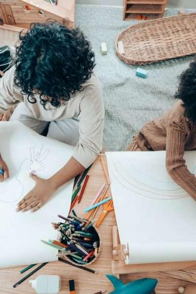 kids take brain break by doodling